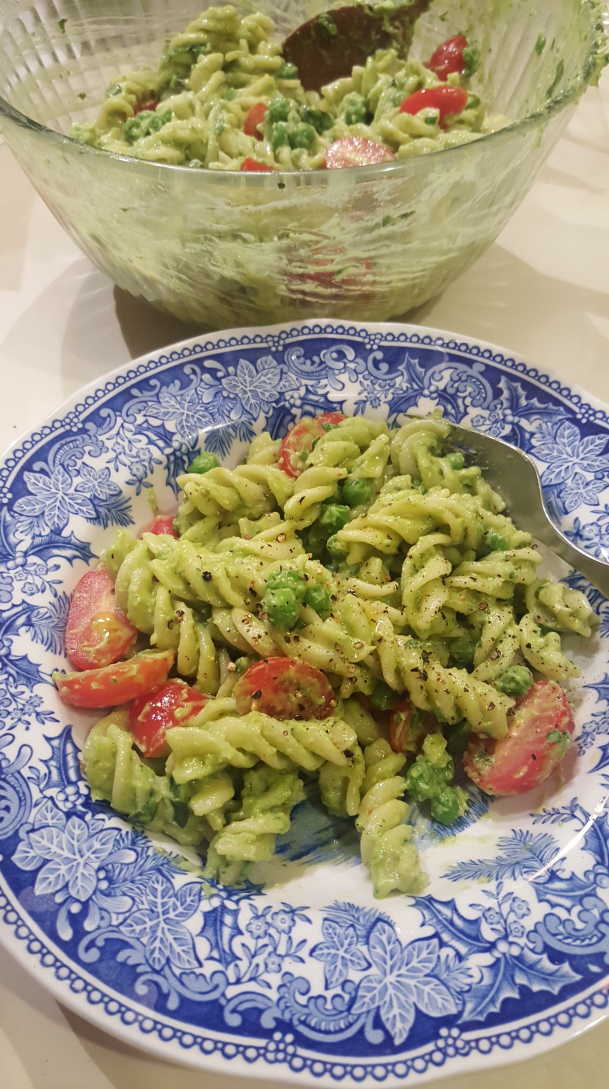 creamy_avocado_pesto_pasta