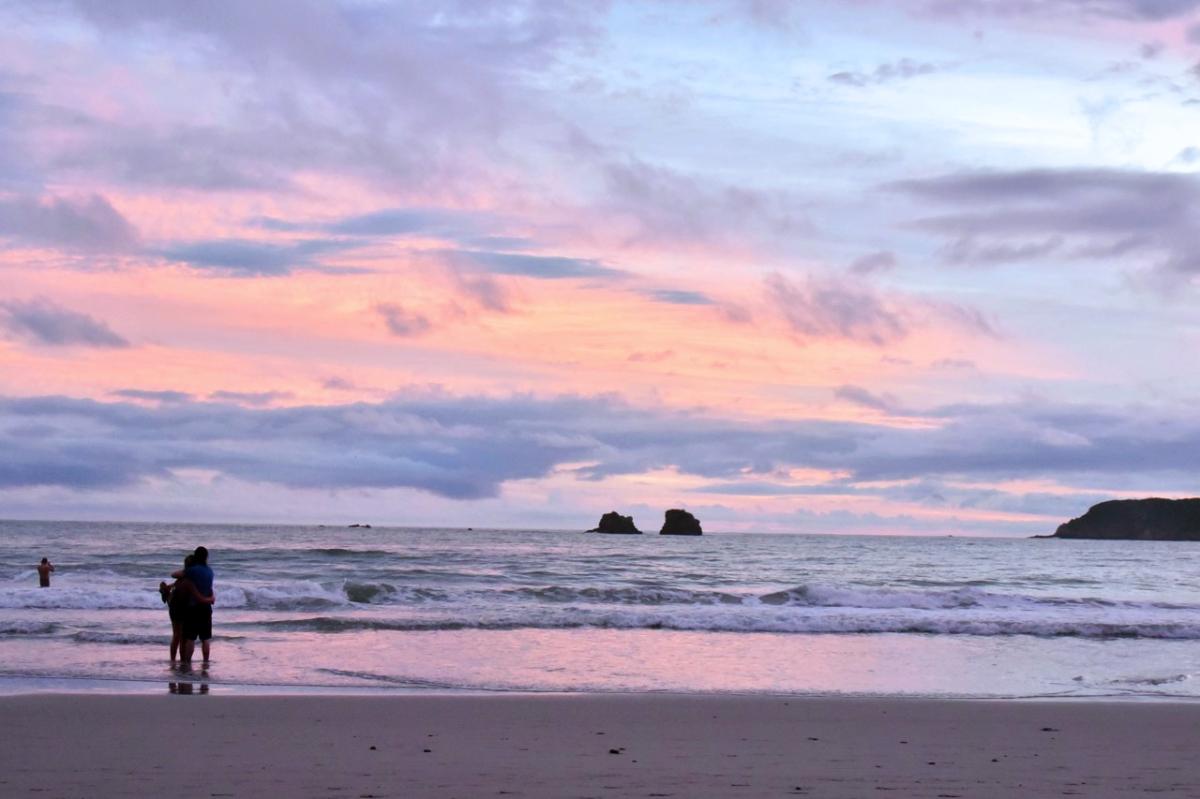 espadilla-beach-early-sunset